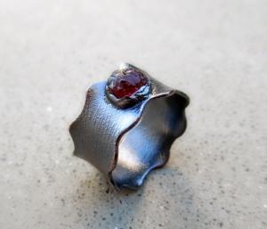 Wavy Garnet Ring by Silvia Peluso