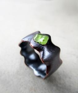 Peridot Ring Wavy by Silvia Peluso