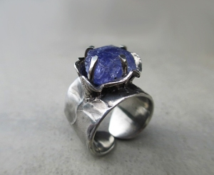 Tanzanite Flower Ring by Silvia Pelsuo